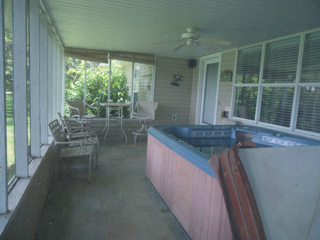 Screened Porch with jacuzzi